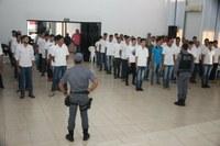 Jovens realizam Juramento à Bandeira em Colniza-MT
